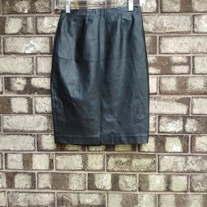 Ann Taylor Size 0P leather skirt with linning